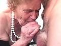 vieille mamie suceuse de bite